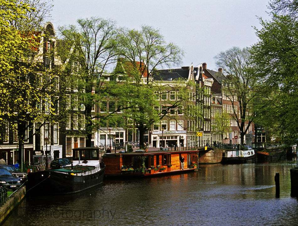 The netherlands photo gallery travel photography of for Houseboat amsterdam